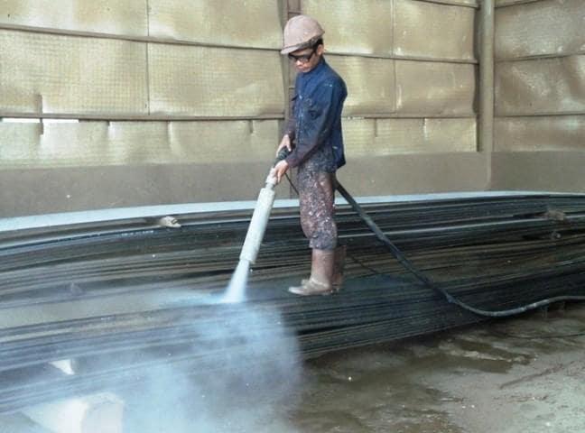 Ứng dụng của máy phun cát làm sạch trong cuộc sống hiện nay
